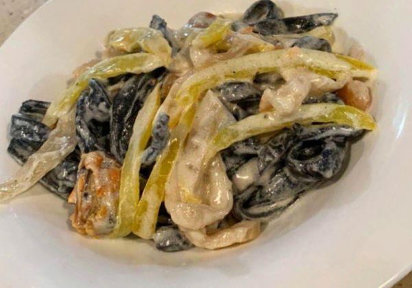 Паста з морепродуктами (вершковий соус)