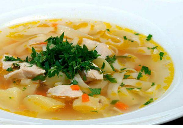 Суп з куркою та домашньою локшиною